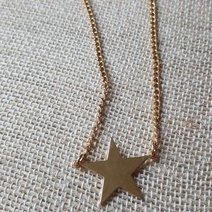 vintage Avon gold colored star necklace